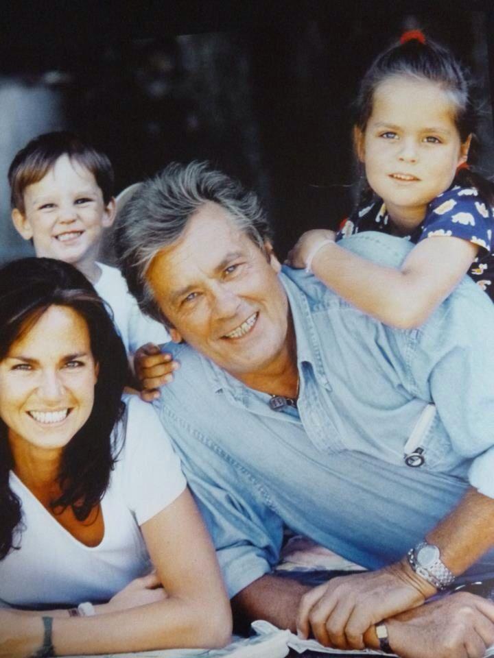 Rosalie Alain Et Leurs Enfant Alain Delon Celebrity Families Movie Stars