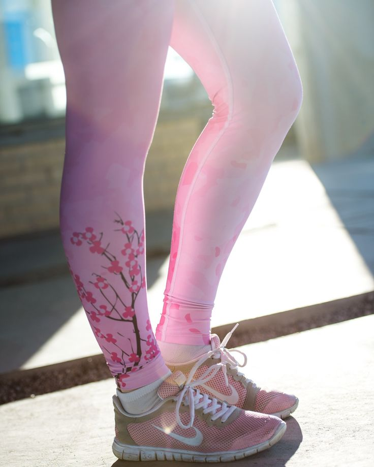 Cerise Cherryblossom workout tights for women 799,-  www.mymoodsport.com
