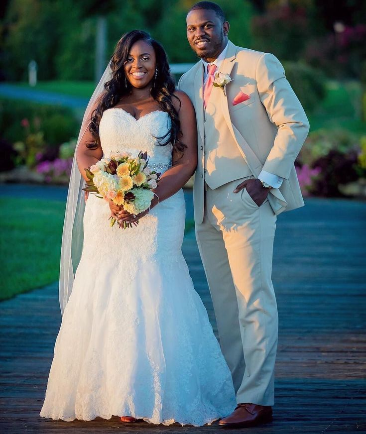 @simply_me_dez was simply gorgeous in this sweetheart neckline lace mermaid wedding dress for her sunny nuptials✨Find your perfect dress at the link in our profile! #DavidsBridal