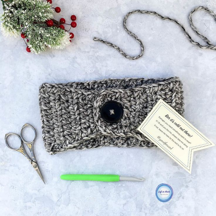 Use this beginner-friendly crochet pattern to make a quick bulky ear warmer! P…