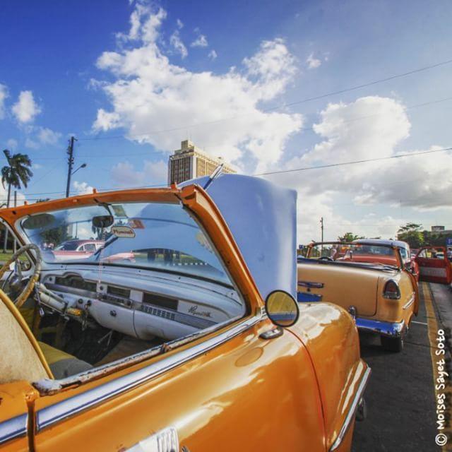 #Habana  #cuba  carros viejos como nuevos ellos se quedaron en un tiempo pasado presente by moysayet