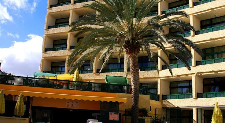 Apartamentos las Dunas Playa del Ingles Apartamentos las Dunas are an attractive complex comprising 56 apartments that are only a mere 300m from the stunning beaches of Maspalomas. The apartments are very close to the city centre.