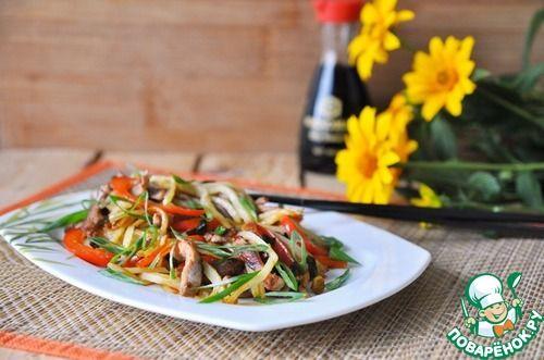 Горячий китайский салат из картофеля и свинины
