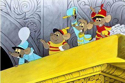 Hjælpen kommer, når du mindst venter det... Hjælp kommer til dem, som har brug for den, og ofte kommer den uventet. Det er sjældent, at en karakter i en Disney-film ikke har brug for hjælp. Et lyn redder Snehvide og dværgene fra den onde heks, musene hjælper Askepot med at blive smuk til ballet og Quasimodo får råd af stenskulpturer. Hjælp kommer i mange og oftest uventede former.