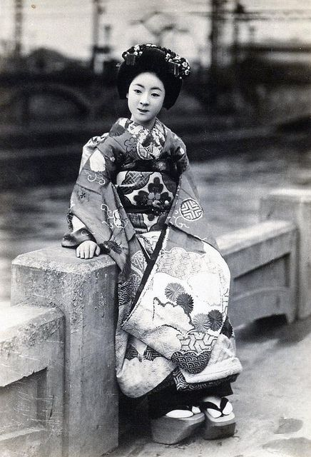 Maiko by the River 1920s #photography #vintage #people #japan