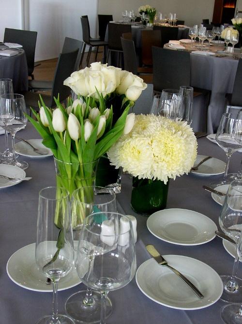 maritime parc restaurant white flower on table multiple vase centerpiece by limelight floral