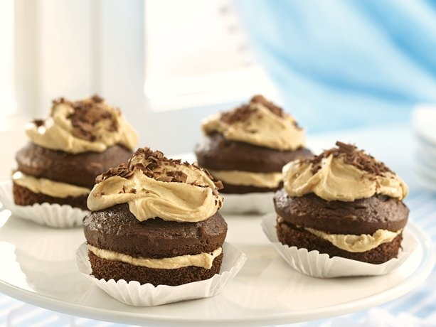 Chocolate Cupcakes with Penuche FillingCupcakes Ideas, Chocolate Cupcakes, Filling Recipe, Chocolates Cupcakes, Minis Cake, Layered Cake, Favorite Recipe, Cupcakes Rosa-Choqu, Penuche Filling