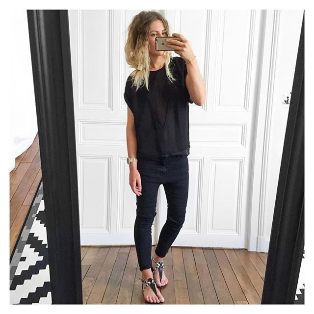 Black day top #isabelmarant sur @matchesfashion jean #Zara sur @zara sandales #pièces sur @monshowroom #ootd by meleponym