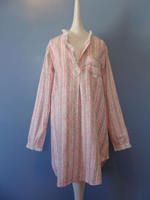 Size Medium Vintage 1960/'s Vanity Fair Hostess Gown Hot Pink Zip Up Nightgown