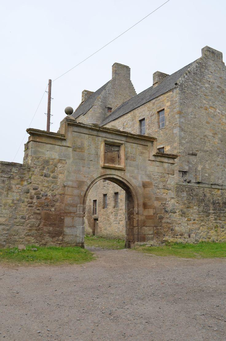 Urban in Scotland: Day 7 – Don't Kill Your Dreams: Lallybroch, Tibbermore Church, & Versailles