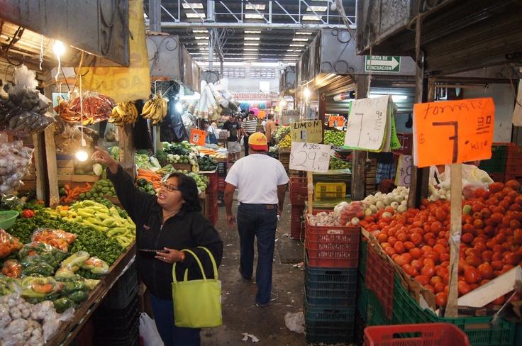 De compras en el mercado Lucas de Gálvez.