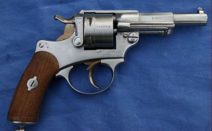 les 25 meilleures id es de la cat gorie revolvers sur pinterest revolver armes et 357 magnum. Black Bedroom Furniture Sets. Home Design Ideas