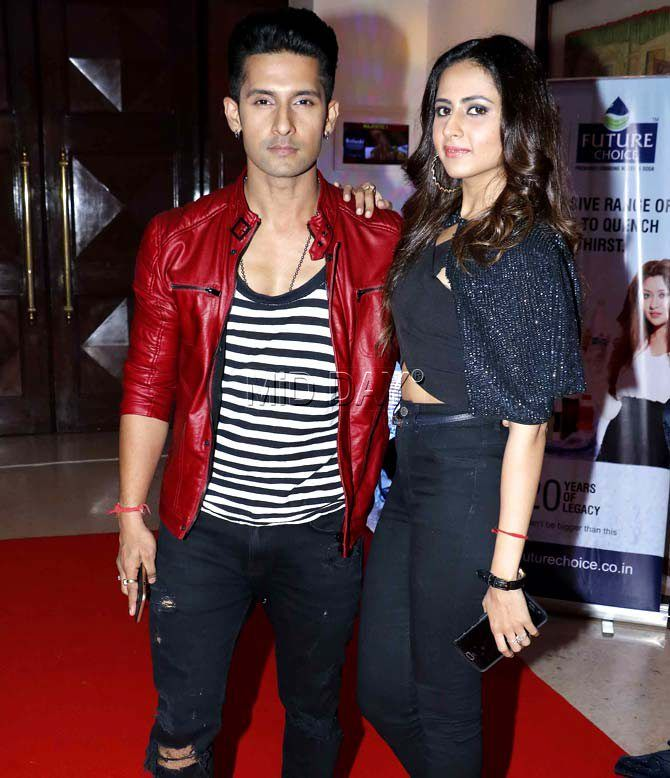 Ravi Dubey and Sargun Mehta at an awards show. #Bollywood #Fashion #Style #Beauty #Hot #Sexy