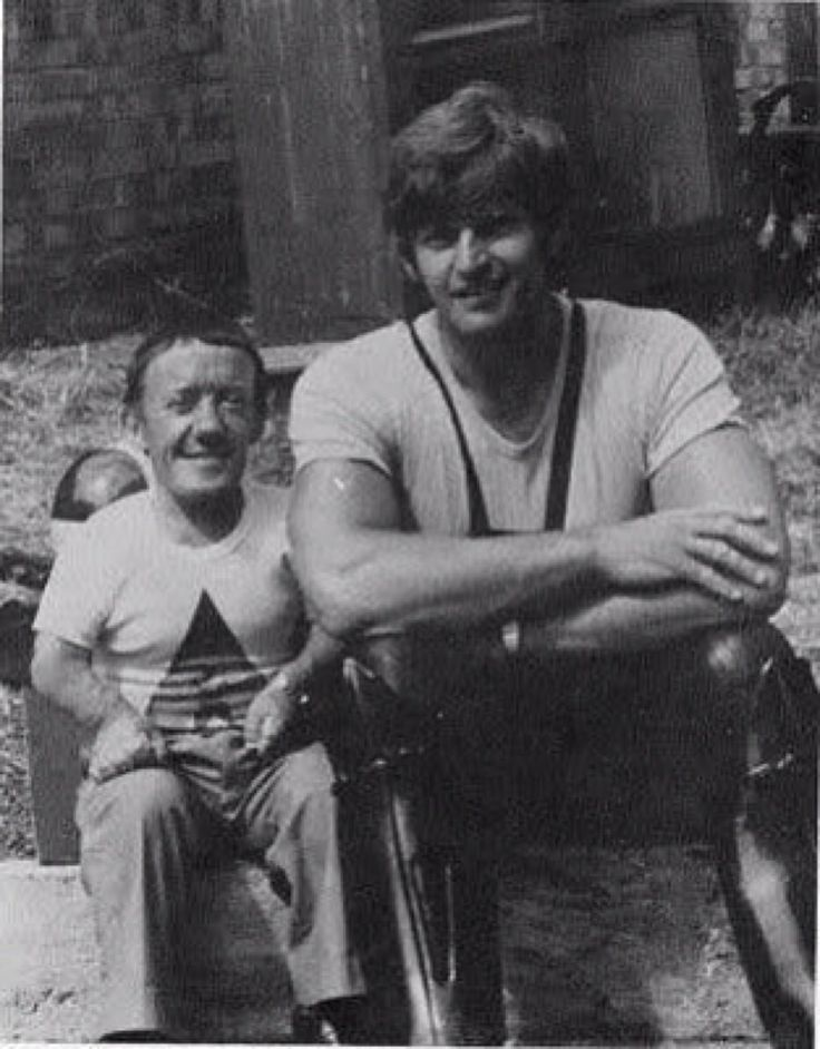 Kenny Baker (R2-D2) and Dave Prowse (Darth Vader) during the shoot of Star Wars