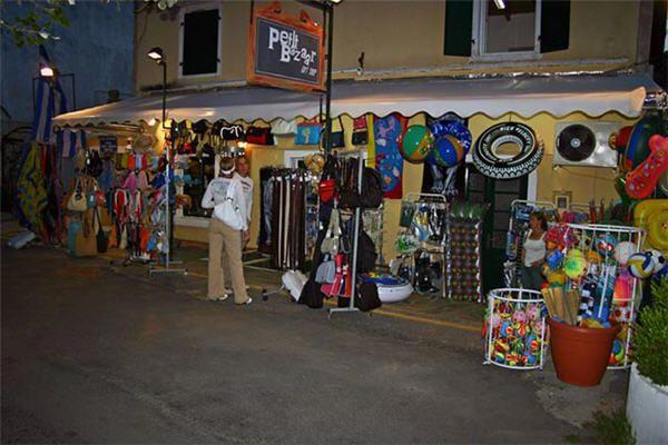 A mini market in Corfu