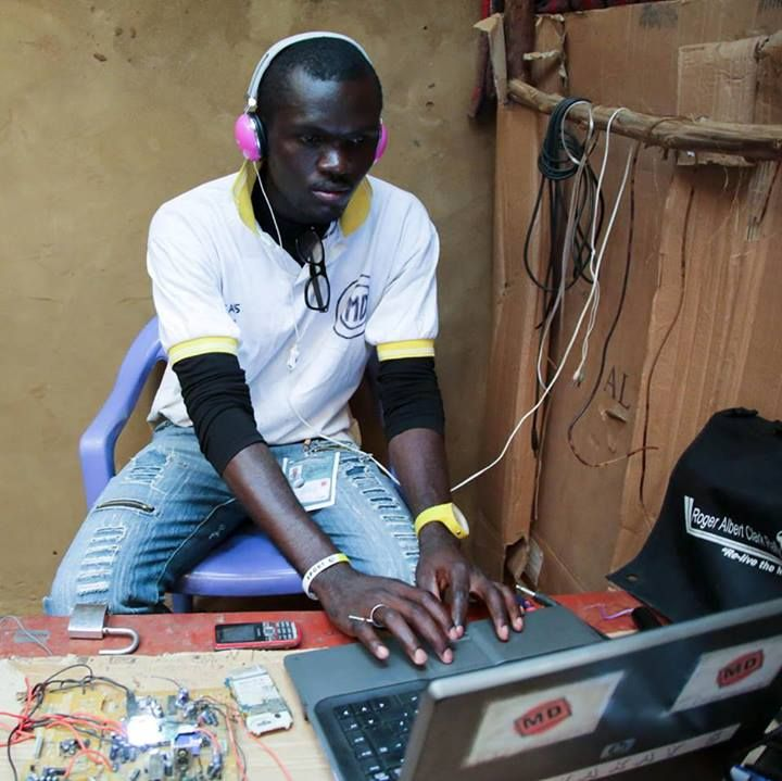See how André, a refugee from the DR Congo and self-taught electronics expert, has built a home radio transmitter in Nakivale refugee settlement, southwestern Uganda. Only made out of electronic waste materials, spare parts from mobile telephones and a calculator. https://www.facebook.com/photo.php?fbid=506251699474025&set=a.278268482272349.57071.273423989423465&type=1&theater
