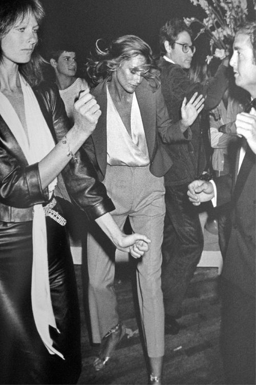 Lauren Hutton gets down with her bad self. It's always time for a dance party!