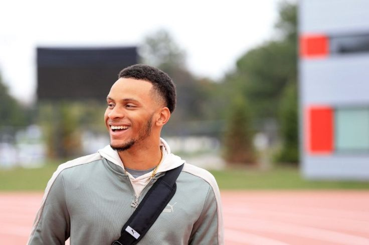 """""""I care about breaking records (but) I care more about medals than about times,"""" De Grasse says. """"If you get a medal, the times will come."""" 2017"""