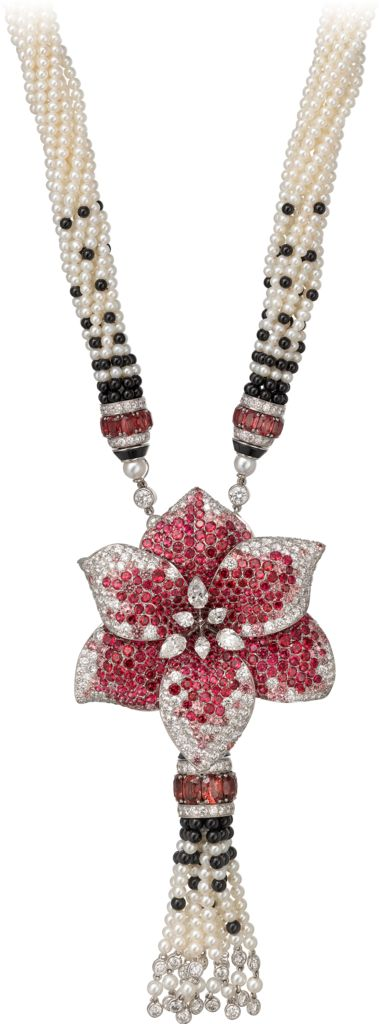 CARTIER. {Close up} Necklace - white gold, three oval-shaped spinels totalling 6.17 carats, oval-shaped spinels, spinels, cultured pearls, onyx beads, onyx, pear-shaped diamonds, brilliant-cut diamonds. The flower motif can be worn as a brooch. #Cartier #ÉtourdissantCartier #2015 #HauteJoaillerie #HighJewellery #FineJewelry #Spinel #CulturedPearl #Onyx #Diamond