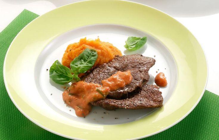 Ένα ιδιαίτερο κοκκινιστό με υψηλή γευστική αξία, που χάρη στην τεχνική που προτείνει η σεφ είναι πολύ ελαφρύ.