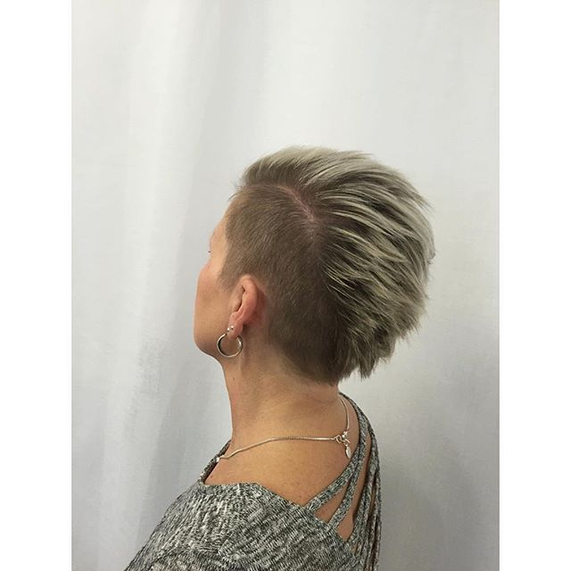 Top 100 short haircuts for thick hair photos Tuff frisyr på en tuff brud!  // @inspiration.by.b #frisörumeå #shorthairstyles #shorthaircuts