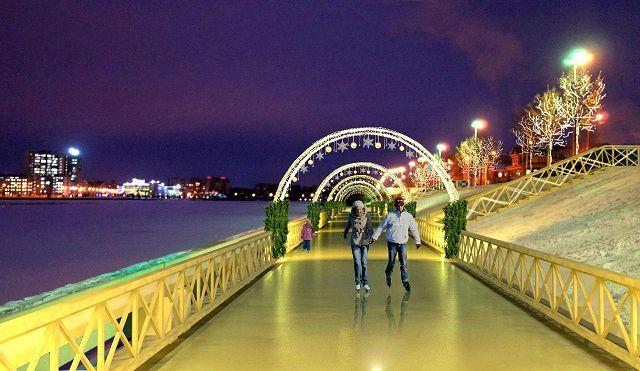 Парочка на набережной в Казани