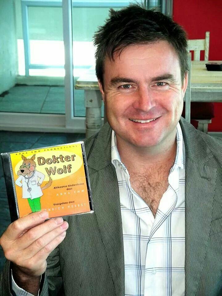 """Anrich Herbst lees Afrikaanse kinderstories! """"DOKTER WOLF"""" is beskikbaar by www.AnnaEmm.co.za"""