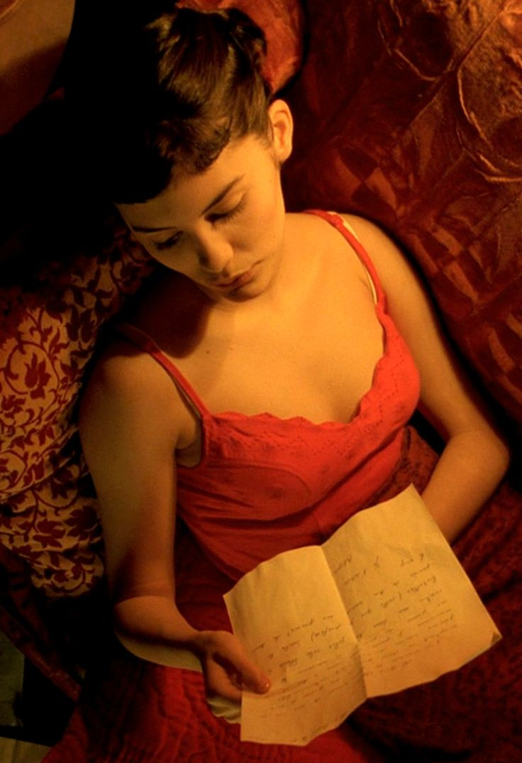 amelie reading letters from her landlady, Mado's husband