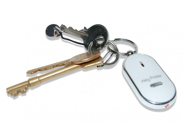 Whistle Keyfinder van Thumbs Up. Hang de hanger aan je sleutel(s) fluit een keer of 2 en er zal een harde piep en lichten afgaan, zodat jij je sleutel in no time weer hebt gevonden. #sleutelhanger #sleutelvinder #cadeau #mannen #sinterklaascadeau #kerstcadeau #verjaardagscadeau #gadget #vaderdag
