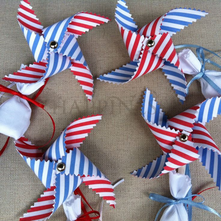 Pinwheel bombonieres for twins. Blue is for boys and red is for girls. With double koufeta... What could be better than a beautiful summer baptism with red white and blue striped pinwheels!  #bomboniera #baptism #baptismfavors #christening #redwhiteblue #twins #anemomiloi #myhappiness.gr   For more info: www.myhappiness.gr  2014. All Rights Reserved.