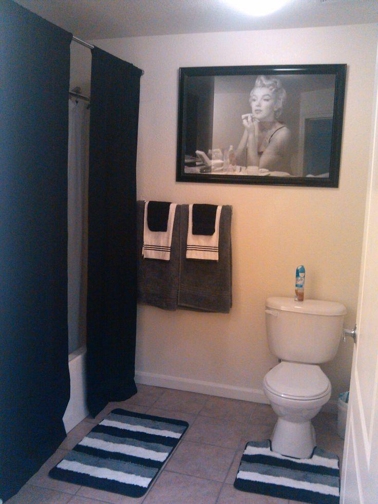 Our Marilyn Monroe bathroom. Long curtains <3