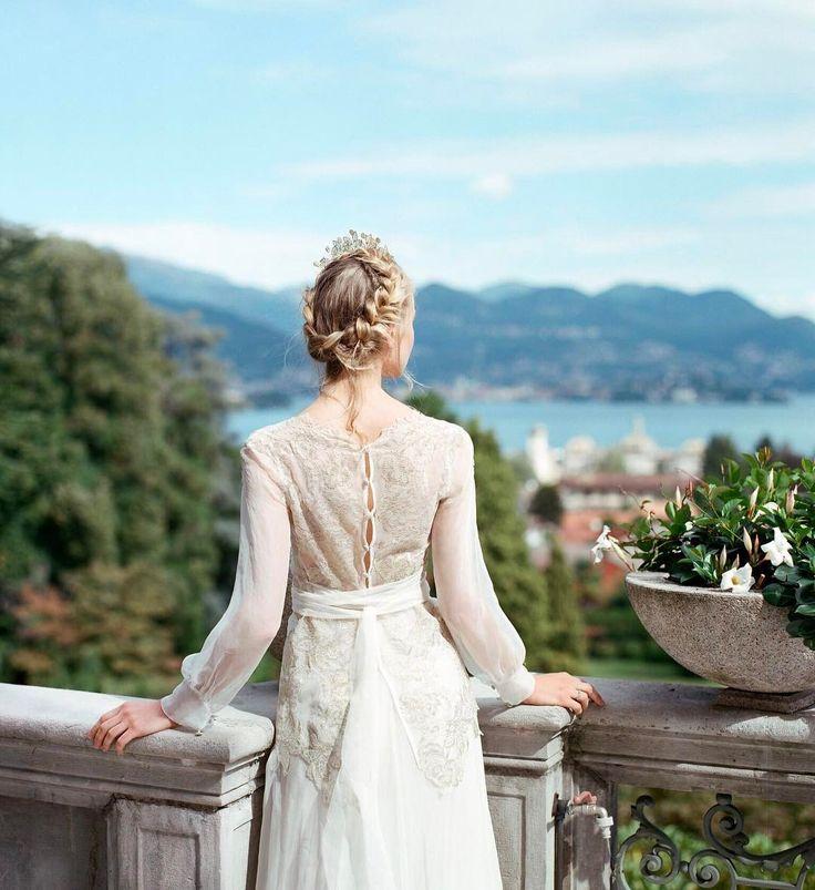 Поздравляем всех дам с этим чудесным весенним праздником Любите и будьте любимыми! Не забудьте попросить у своей второй половинки в подарок билеты на наш свадебный фестиваль - совместите приятное с полезным отдохните в самом романтичном итальянском курорте и познакомьтесь с ведущими профессионалами свадебной индустрии!  Подробности по ссылке в описании профиля  #MyStresaWedding_project Organization: @mystresawedding  Photographers: @duet_postscriptum @alina.palto  Table styling/flower decor…