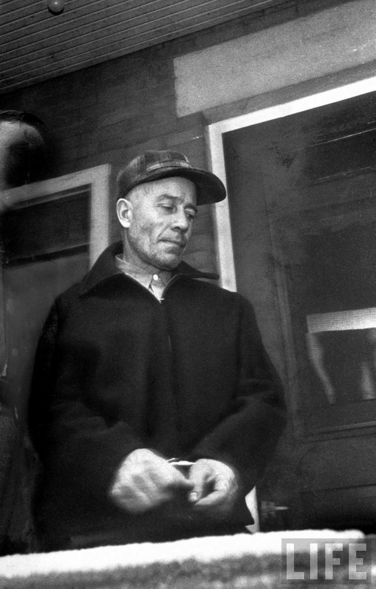 the life of the murderer ed gein When ed gein's overbearing mother died in 1945, he was robbed of the harsh maternal direction that guided him through life but he had a grisly plan to keep women in his life.