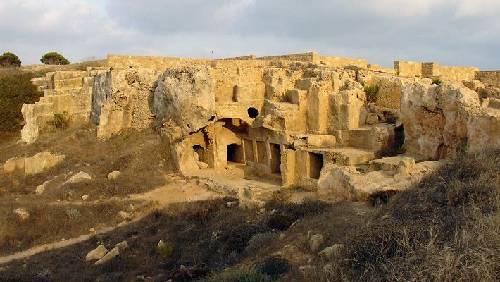 Tombs of the Kings (Cyprus)  35 de poze incredibile cu situri sacre din lume - galerie foto.  Vezi mai multe poze pe www.ghiduri-turistice.info  Sursa : www.wikipedia.org