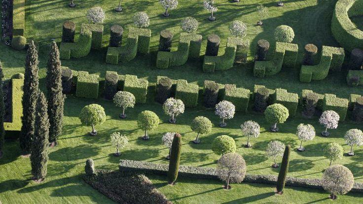 Les jardins d'Eyrignac, formes rondes, carrées, élancées pour un ensemble alliant rigueur et fantaisie.