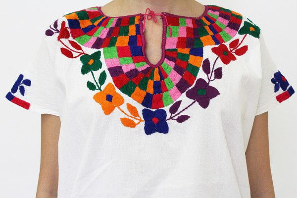 Summer Outfits - Blouse with handmade embroidery (front and back) - available at azucarmaria.com
