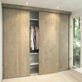 Op zoek naar inspiratie voor het bouwen van een kledingkast op maat met schuifreden? Klik hier en raak geïnspireerd van deze stoere kledingkast!
