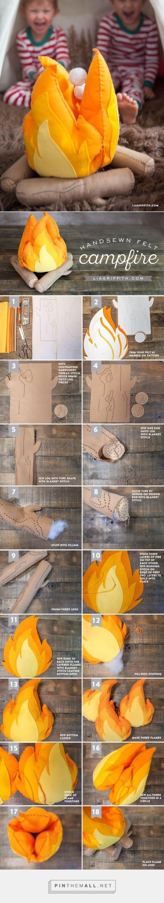 Kumaşlardan oyuncak kamp ateşi yapmak için çocuğunuzun sabırsızlanacağından eminiz. Ateş ve odun renklerinde kumaş parçaları ve pamuk ile çok kolayca oyuncak kamp ateşi yapabilirsiniz.