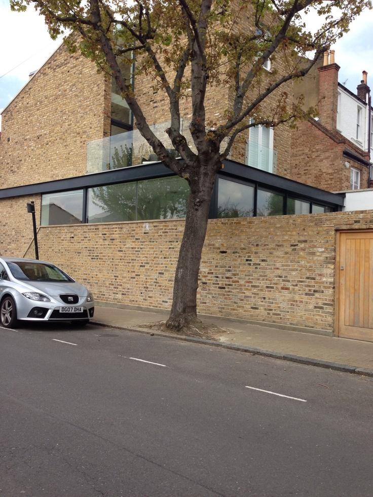 Very nice wraparound extension with high level glazing.  www.methodstudio.london
