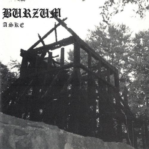 """RECENSIONE: Burzum ((Aske, EP)) Anno Demoni 1993: Varg Vikernes era ormai da considerarsi a tutto campo il vero ed unico leader della scena Black Metal norvegese. Con già due condanne alle spalle (sei mesi di custodia cautelare per un'intervista volutamente """"gonfiata"""";un mese per piromania) e l'apprezzamento di tutti i membri dell'Inner Circle, il Conte poteva finalmente permettersi di pensare in grande e di distaccarsi definitivamente dalla figura di un Euronymous sempre più timoroso"""