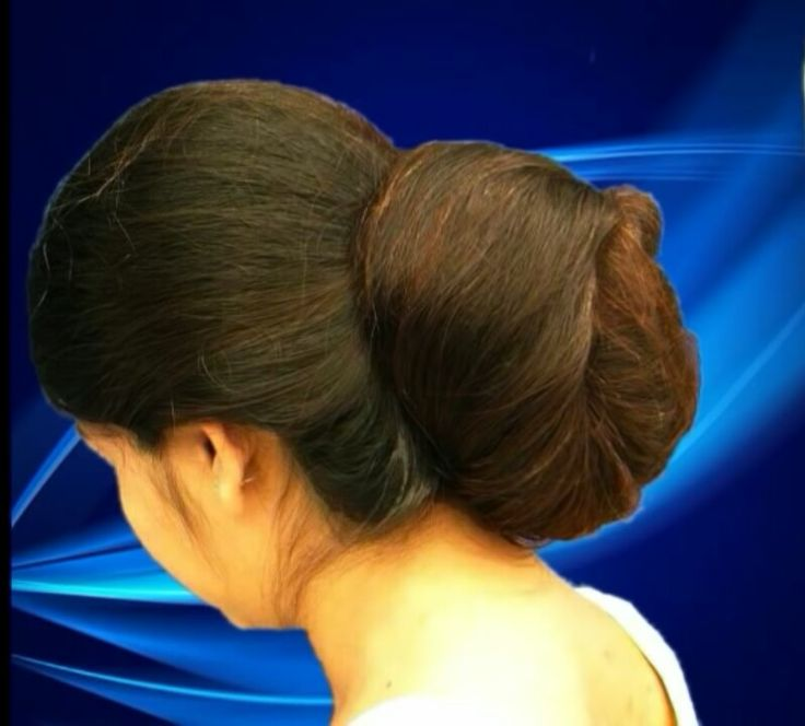 What a beautiful large low bun ! Care however should be taken before adopting such hairstyles, as due to it's high static charge, it will cause phlegm to move up in the throat, causing the voice to quaver & a frequent urge to clear the throat. A heavy chabi chhalla with a long & wide hook if inserted at the edge of the pleats of the saree, will reduce this problem as it's hook will activate the acupressure points that act to keep the throat clear.