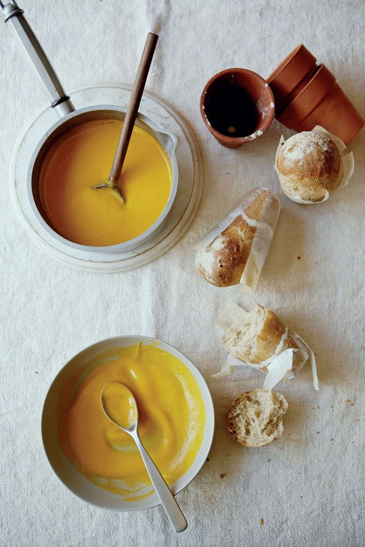 James Martin Home-Comforts Butternutsquash-soup with flowerpot bread