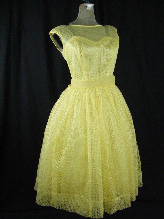 Yellow Eyelet Dress Vintage 1950s Full Skirt di megancutlerecycled