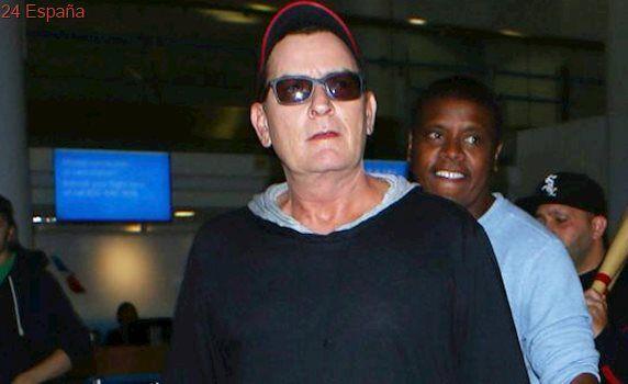 Registran el avión privado de Charlie Sheen a su regreso de México