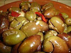Aceitunas Aliñadas al estilo marroquí :http://www.recetasjudias.com/aceitunas-alinadas-al-estilo-marroqui/