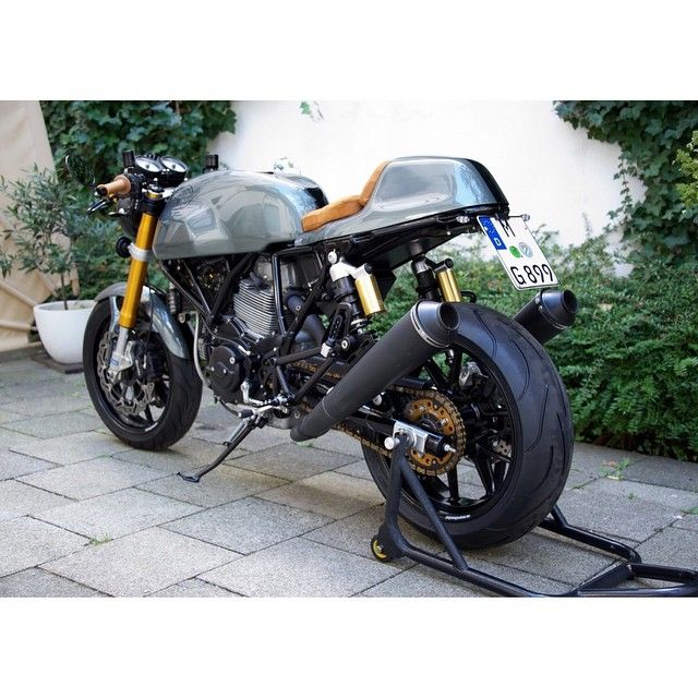 """""""Not classic but on its way. #sportclassic #sc1000 #ducati #motorcycle #caferacer #credit? #vintlist"""""""