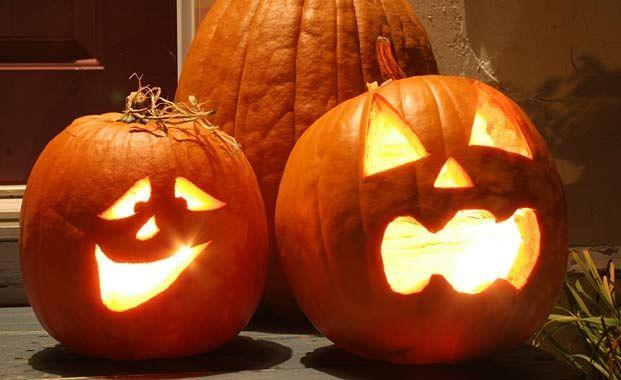 halloween ideas - Carve your own pumpkin lantern
