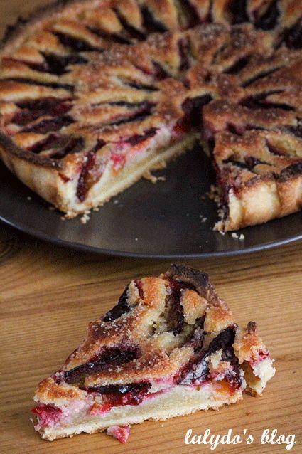 Quand les jours raccourcissent, rien de tel qu'une petite tarte automnale aux prunes pour se remonter le moral!