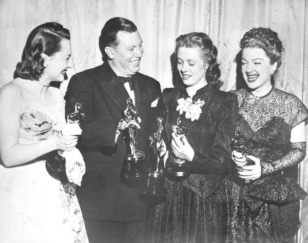 Olivia de Havilland, Harold Russell, Cathy O'Donnell y Anne Baxter