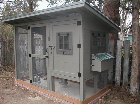 Plans for building this very cute coop.
